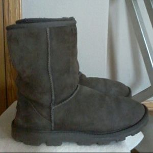 UGG boots   MAKE REASONABLE OFFER ☺